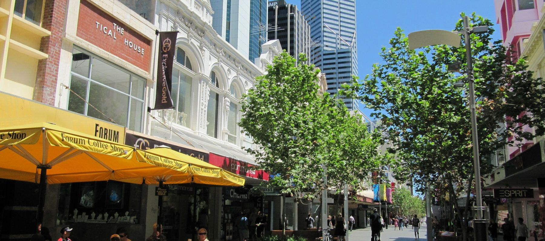 Shopping street scene in Perth